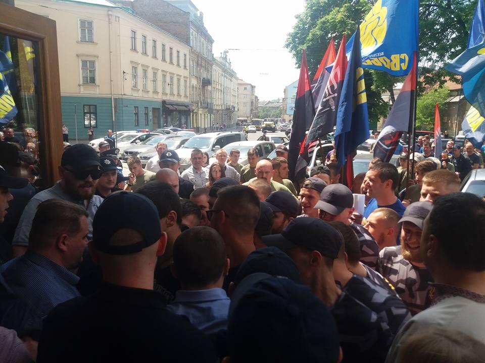 Націоналісти захопили Львівську облраду: в хід пішли димові шашки