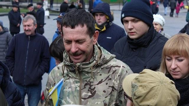 Батько нардепа Парасюка поставив ультиматум Порошенку і пригрозив бойовими діями